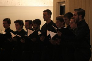 Photo by Kathleen Loesel Men of the Schola Cantorum Franciscan and University Chorale perform in Christ the King.
