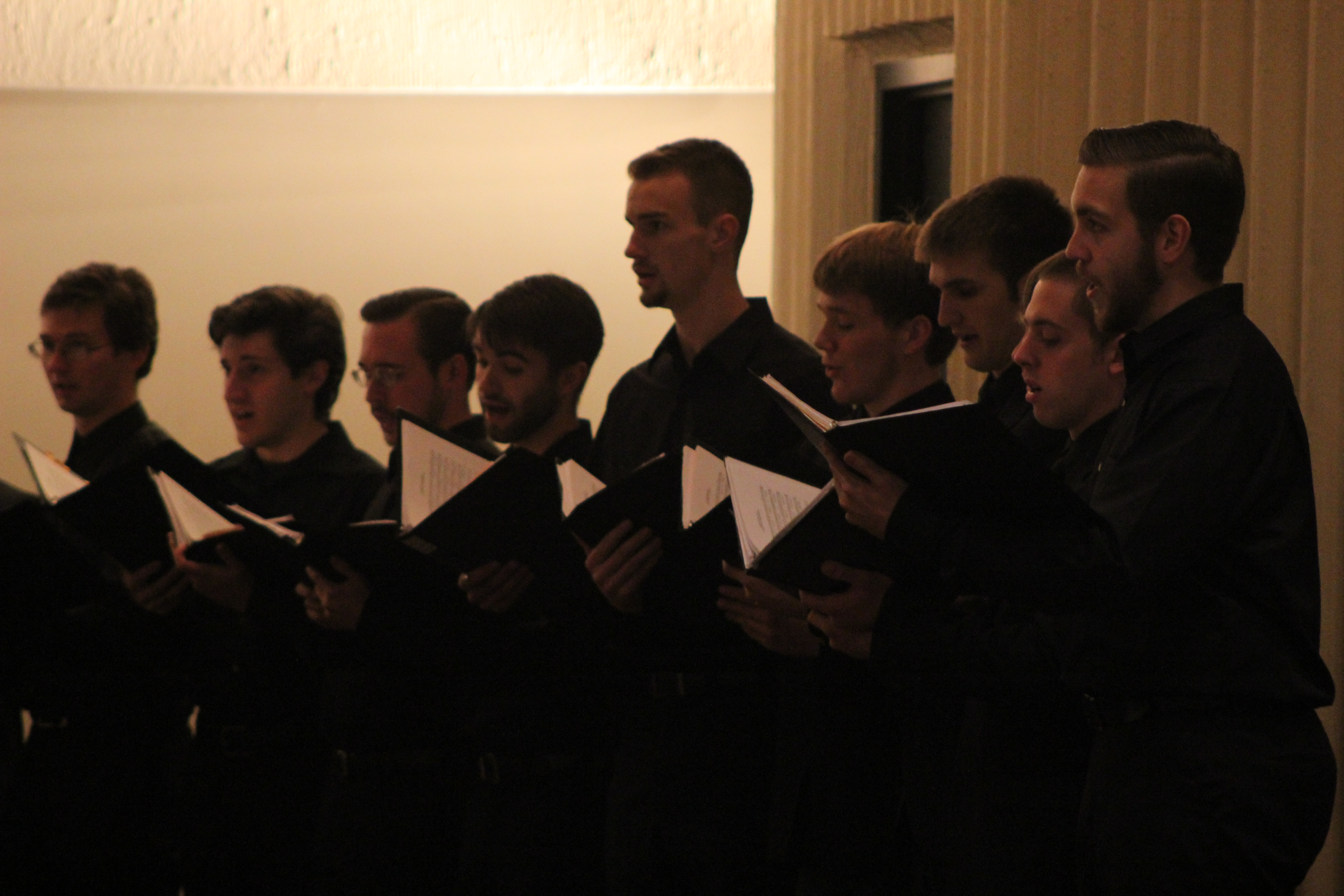 Schola cantorum and chorale enchants franciscan with for The franciscan